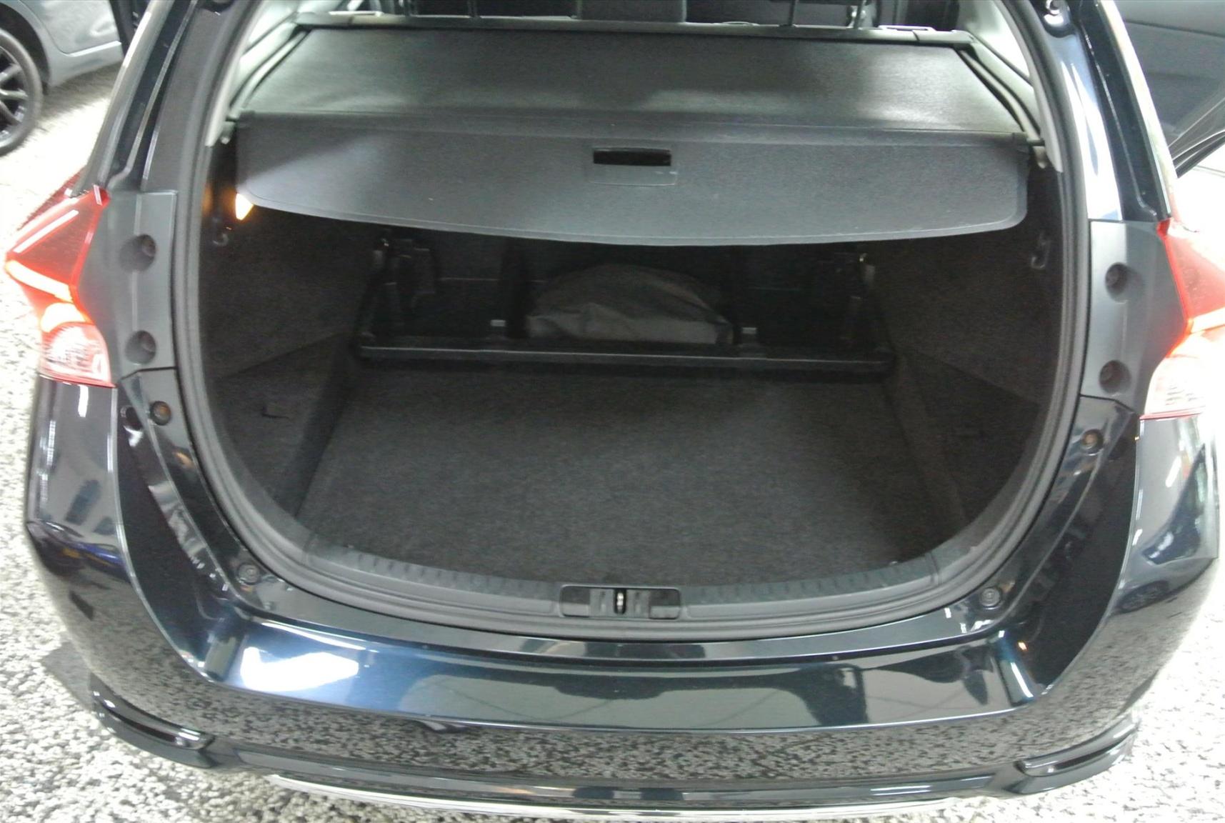 Toyota-Auris-16