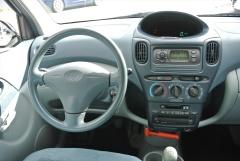 Toyota-Yaris Verso-4