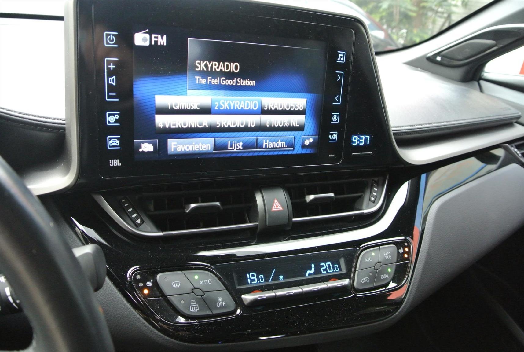 Toyota-C-HR-13