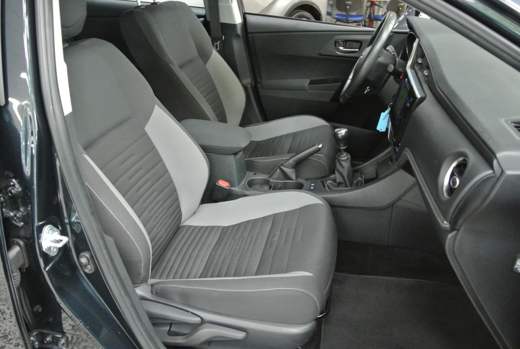 Toyota-Auris-18