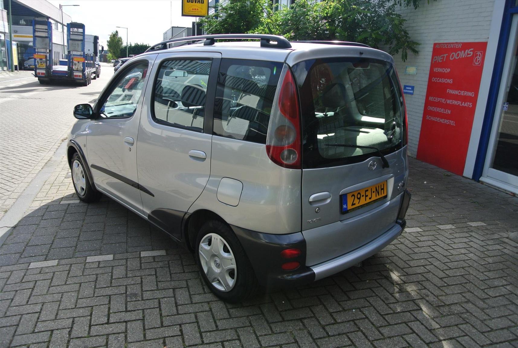 Toyota-Yaris Verso-3