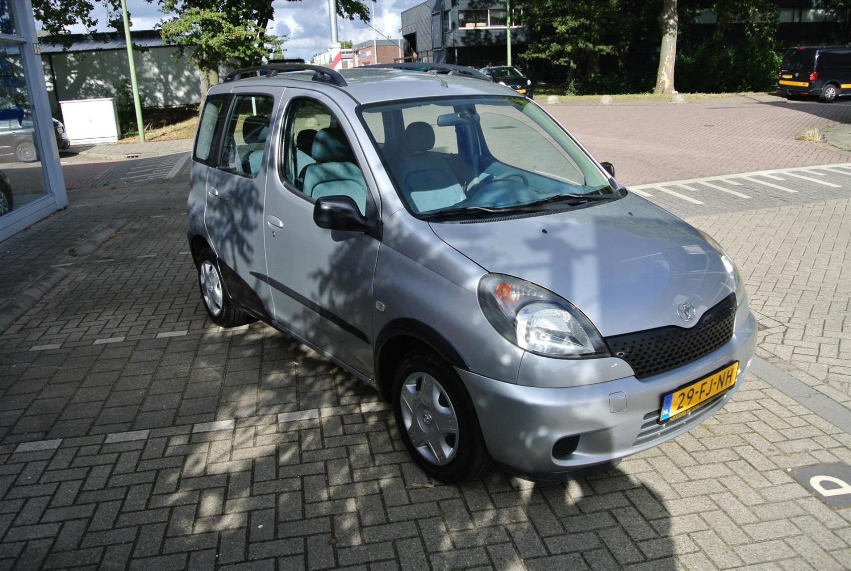 Toyota-Yaris Verso-1
