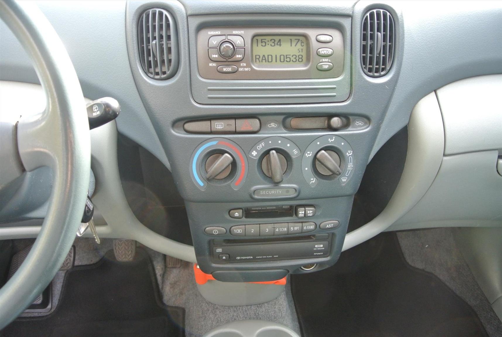 Toyota-Yaris Verso-9