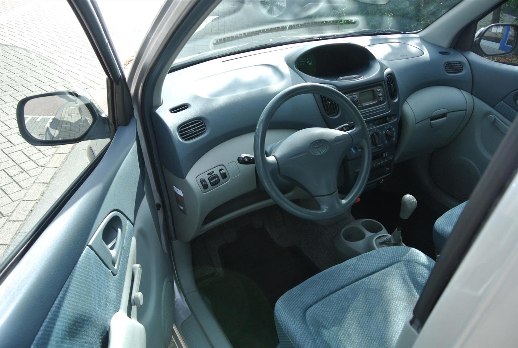 Toyota-Yaris Verso-6