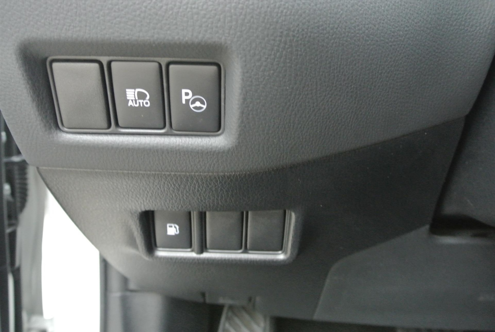 Toyota-C-HR-8